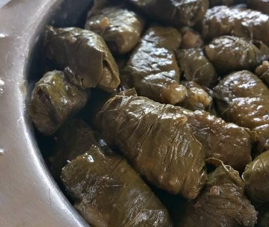 Feuilles de vigne farcies à la viande – Dolmadakia me kima
